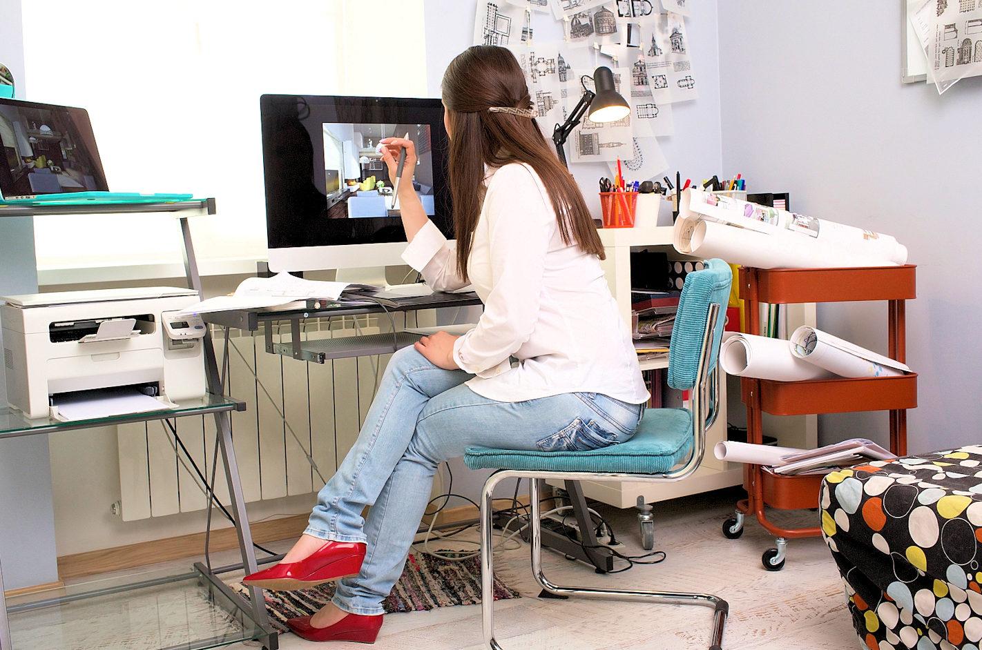 マイペースで仕事をする女性