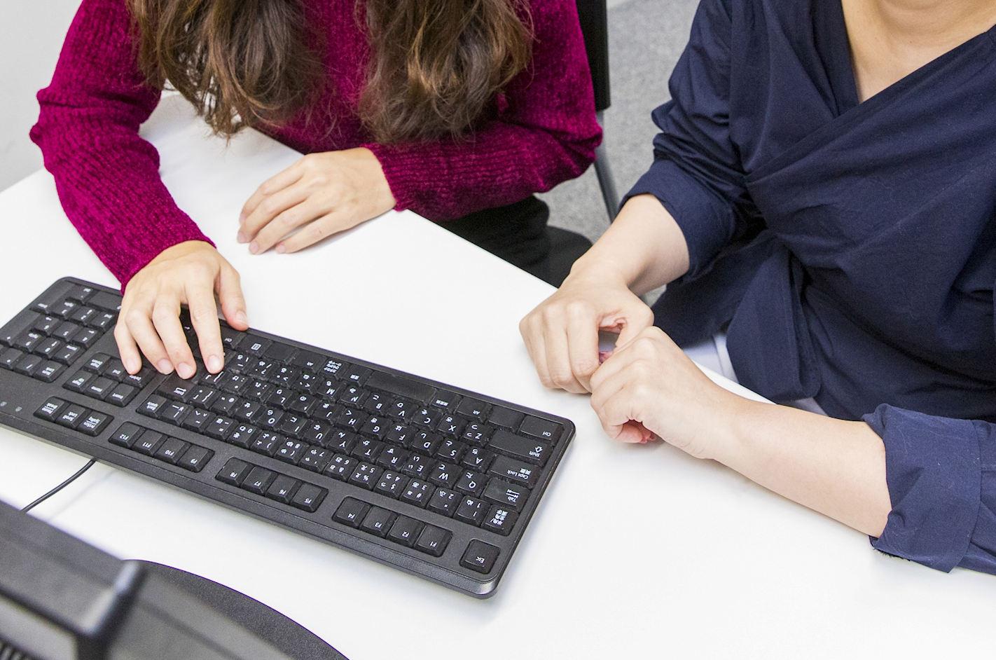 キャリアビジョンの診断を受ける女性